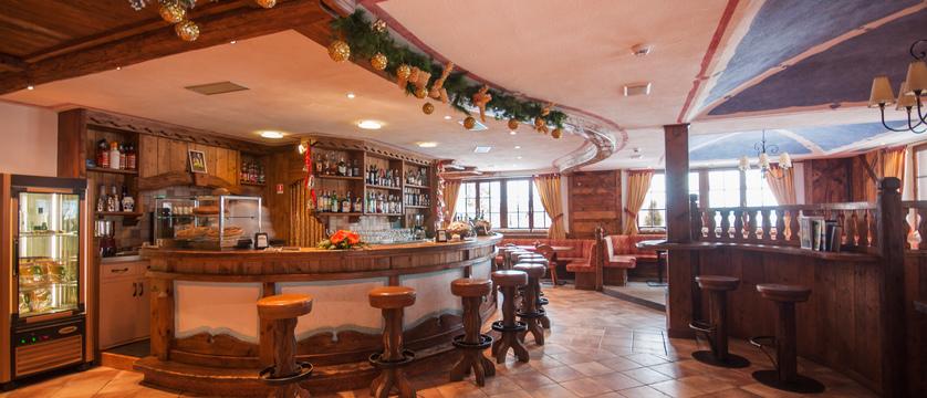 golf-hotel-folgaria-bar.jpg